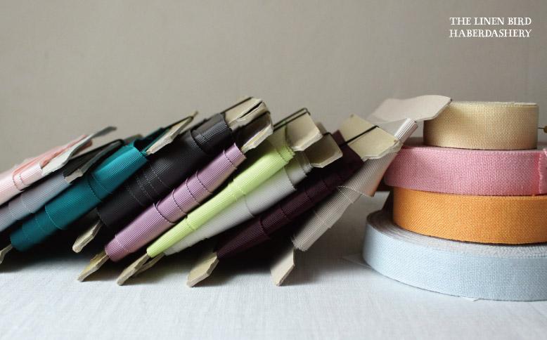 色とりどりのグログランリボンやテープ